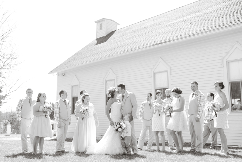 Kansas-City-Missouri-Wedding-Photographer-Lindsey-Pantaleo-Photography-Rustic-chic (26)