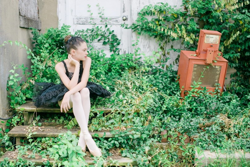 Tiny-Ballerina-Outdoor-Lindsey-Pantaleo-Jefferson-City-High-School-Senior-Photography (1)