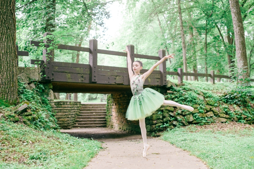 Tiny-Ballerina-Outdoor-Lindsey-Pantaleo-Jefferson-City-High-School-Senior-Photography (5)