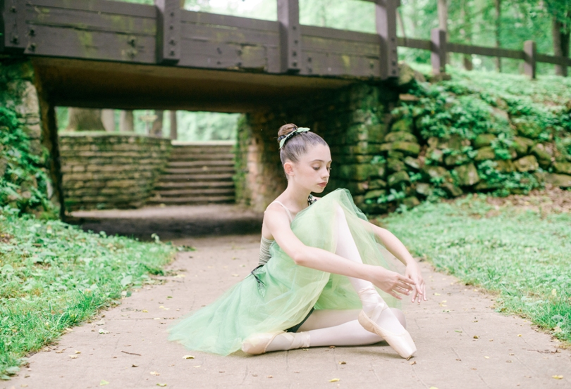 Tiny-Ballerina-Outdoor-Lindsey-Pantaleo-Jefferson-City-High-School-Senior-Photography (6)