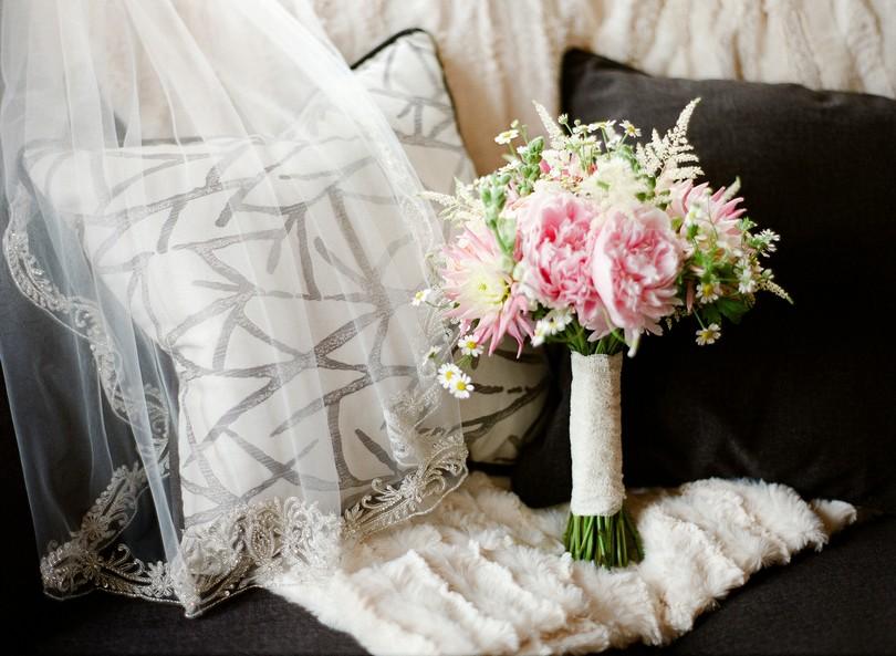 Wedding-Canterbury-Hill-Winery-Vineyard-Holts-Summit-Missouri-Lindsey-Pantaleo-Florissmo (15)