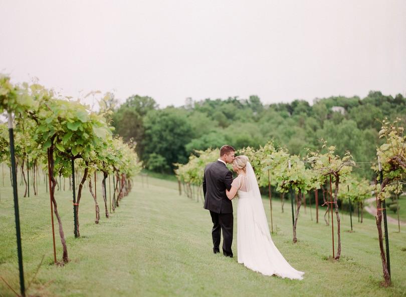 Wedding-Canterbury-Hill-Winery-Vineyard-Holts-Summit-Missouri-Lindsey-Pantaleo-Florissmo (32)