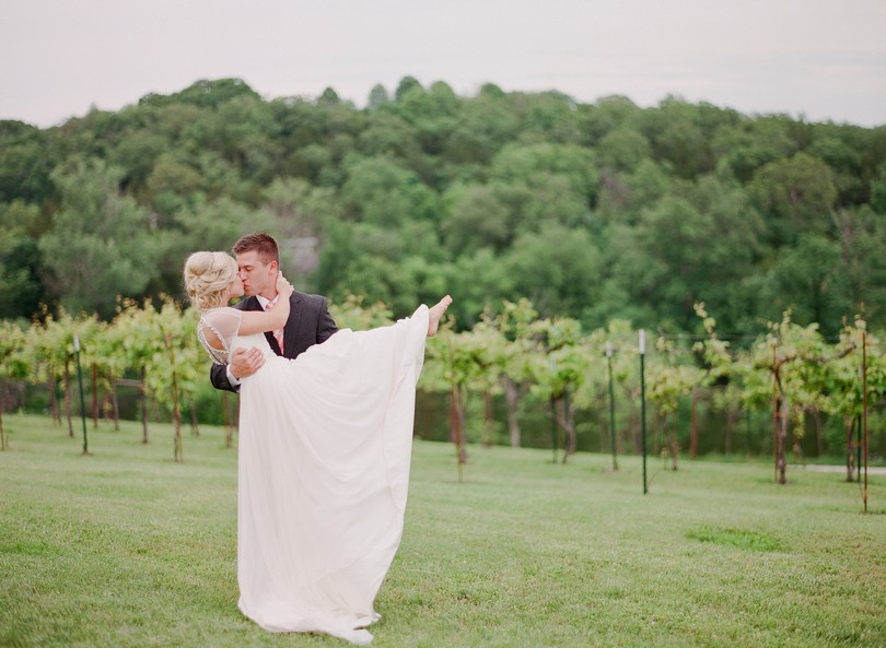 Wedding-Canterbury-Hill-Winery-Vineyard-Holts-Summit-Missouri-Lindsey-Pantaleo-Florissmo (33)
