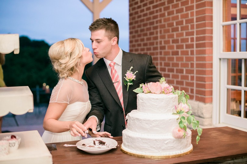 Wedding-Canterbury-Hill-Winery-Vineyard-Holts-Summit-Missouri-Lindsey-Pantaleo-Florissmo (41)
