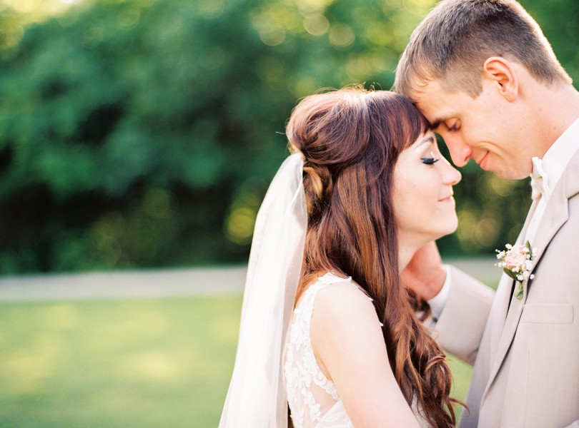 Jefferson-City-Missouri-Wedding-Photography-Lindsey-Pantaleo-Millbottom-Capitol-City-Christian-Church-Morgan-Devin-Kempker (10)