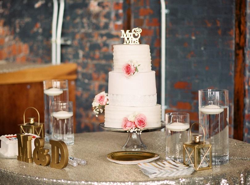 Jefferson-City-Missouri-Wedding-Photography-Lindsey-Pantaleo-Millbottom-Capitol-City-Christian-Church-Morgan-Devin-Kempker (14)