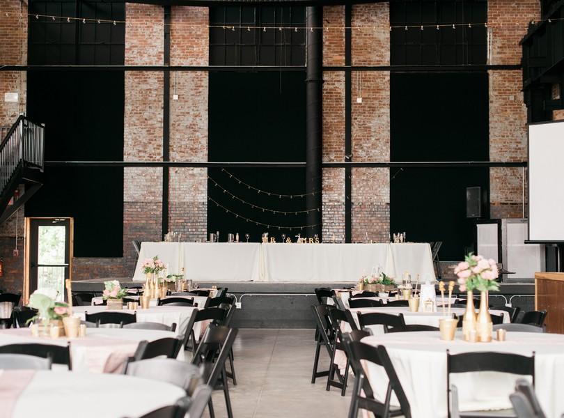 Jefferson-City-Missouri-Wedding-Photography-Lindsey-Pantaleo-Millbottom-Capitol-City-Christian-Church-Morgan-Devin-Kempker (15)
