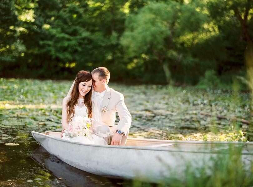Jefferson-City-Missouri-Wedding-Photography-Lindsey-Pantaleo-Millbottom-Capitol-City-Christian-Church-Morgan-Devin-Kempker (2)