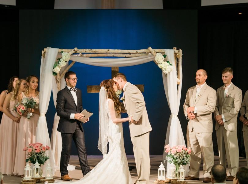 Jefferson-City-Missouri-Wedding-Photography-Lindsey-Pantaleo-Millbottom-Capitol-City-Christian-Church-Morgan-Devin-Kempker (30)