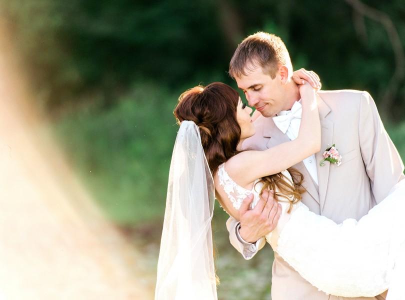 Jefferson-City-Missouri-Wedding-Photography-Lindsey-Pantaleo-Millbottom-Capitol-City-Christian-Church-Morgan-Devin-Kempker (33)