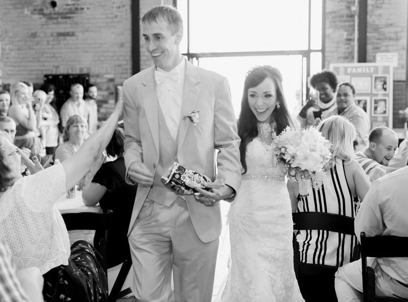Jefferson-City-Missouri-Wedding-Photography-Lindsey-Pantaleo-Millbottom-Capitol-City-Christian-Church-Morgan-Devin-Kempker (34)