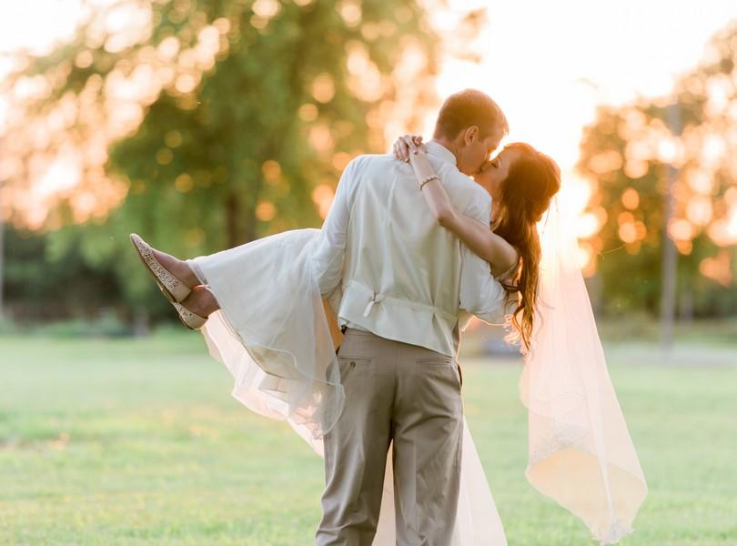 Jefferson-City-Missouri-Wedding-Photography-Lindsey-Pantaleo-Millbottom-Capitol-City-Christian-Church-Morgan-Devin-Kempker (40)