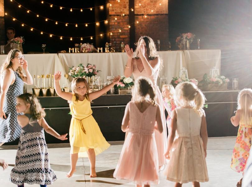 Jefferson-City-Missouri-Wedding-Photography-Lindsey-Pantaleo-Millbottom-Capitol-City-Christian-Church-Morgan-Devin-Kempker (42)