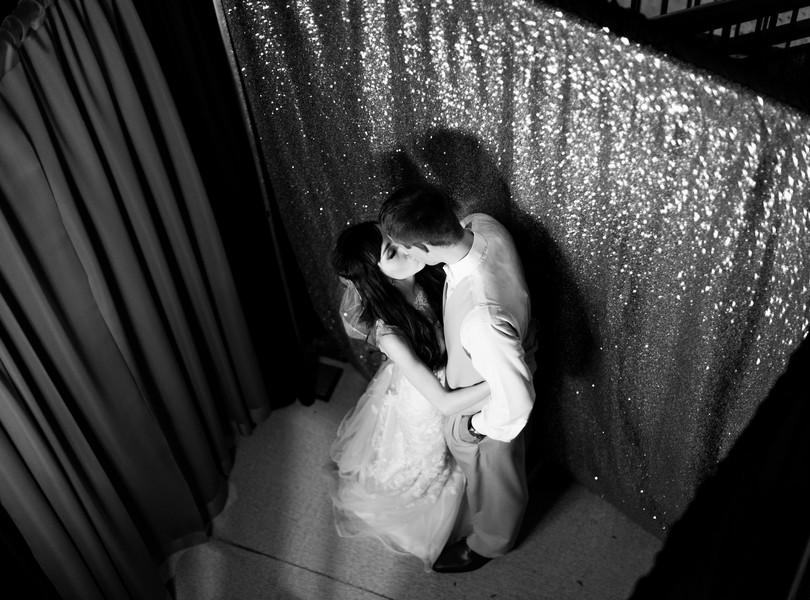 Jefferson-City-Missouri-Wedding-Photography-Lindsey-Pantaleo-Millbottom-Capitol-City-Christian-Church-Morgan-Devin-Kempker (45)