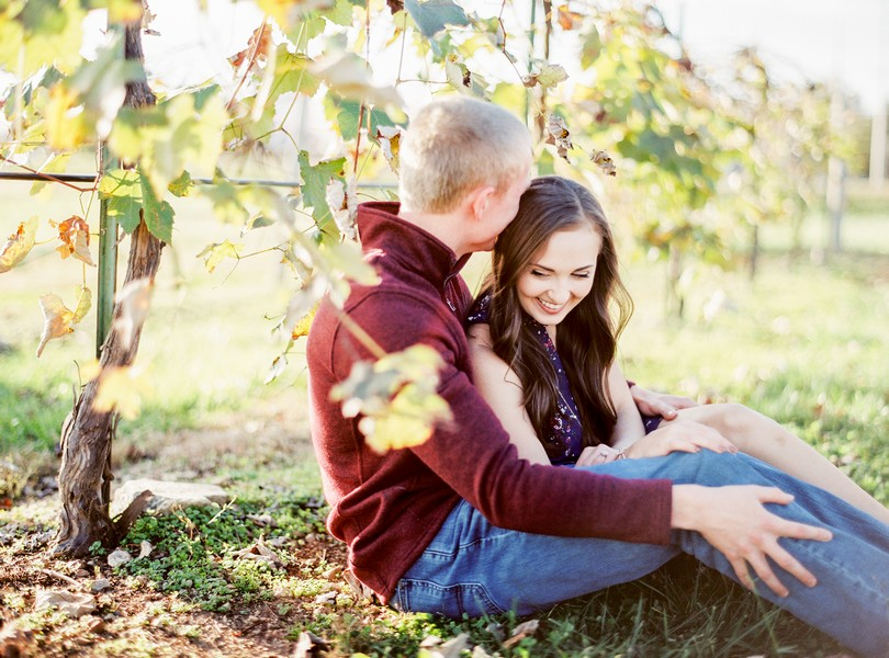 engagement-photography-lindsey-pantaleo-meramec-vineyards-st-james-missouri-12