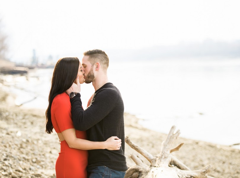 Wedding-Photographer-Lindsey-Pantaleo-Engagement-Shoot-Jefferson-City-Missouri-River-Access (14)