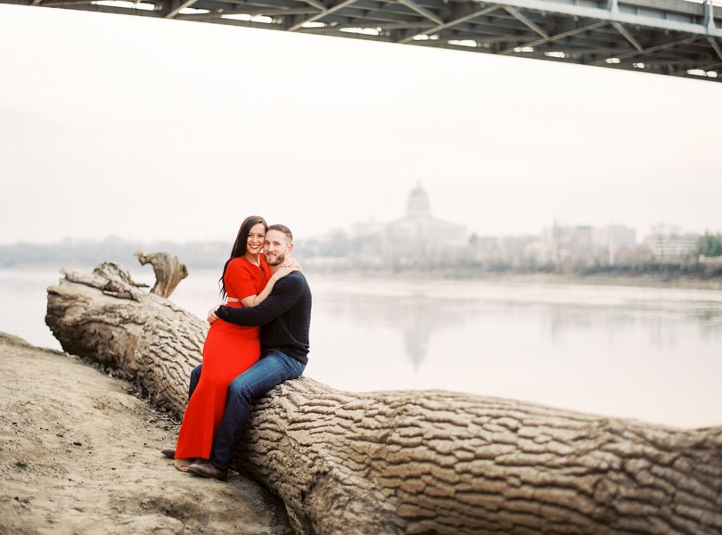 Wedding-Photographer-Lindsey-Pantaleo-Engagement-Shoot-Jefferson-City-Missouri-River-Access (2)