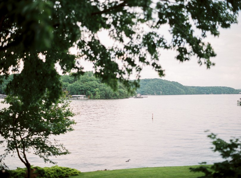 Lake-of-the-ozarks-wedding-photographer-Lindsey-Pantaleo-Osage-Beach-Missouri-Backyard-Wedding (11)