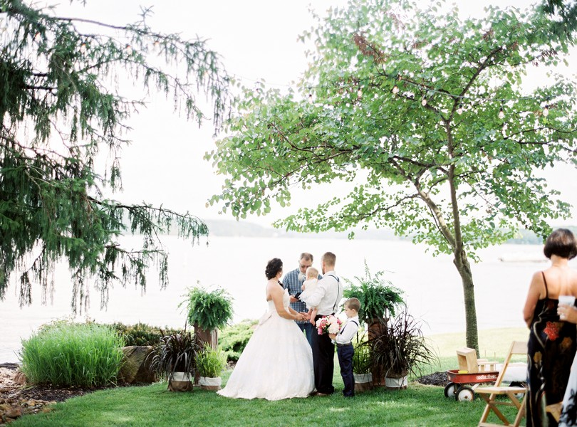 Lake-of-the-ozarks-wedding-photographer-Lindsey-Pantaleo-Osage-Beach-Missouri-Backyard-Wedding (14)