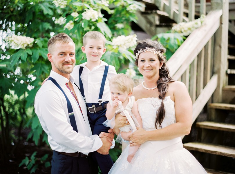 Lake-of-the-ozarks-wedding-photographer-Lindsey-Pantaleo-Osage-Beach-Missouri-Backyard-Wedding (16)