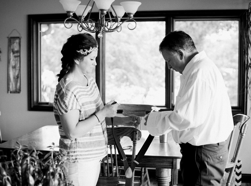 Lake-of-the-ozarks-wedding-photographer-Lindsey-Pantaleo-Osage-Beach-Missouri-Backyard-Wedding (19)