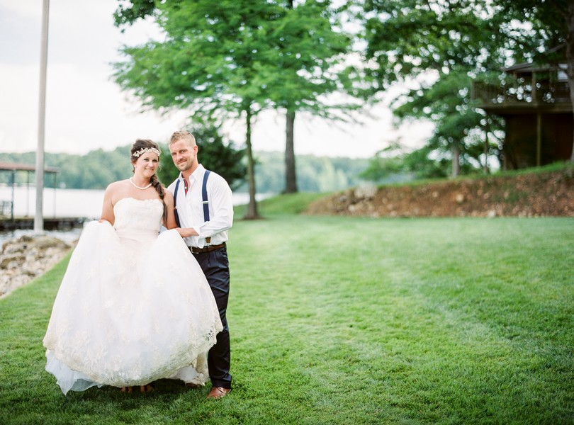 Lake-of-the-ozarks-wedding-photographer-Lindsey-Pantaleo-Osage-Beach-Missouri-Backyard-Wedding (2)