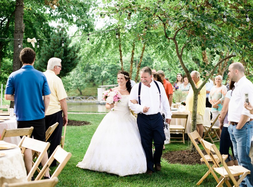 Lake-of-the-ozarks-wedding-photographer-Lindsey-Pantaleo-Osage-Beach-Missouri-Backyard-Wedding (25)