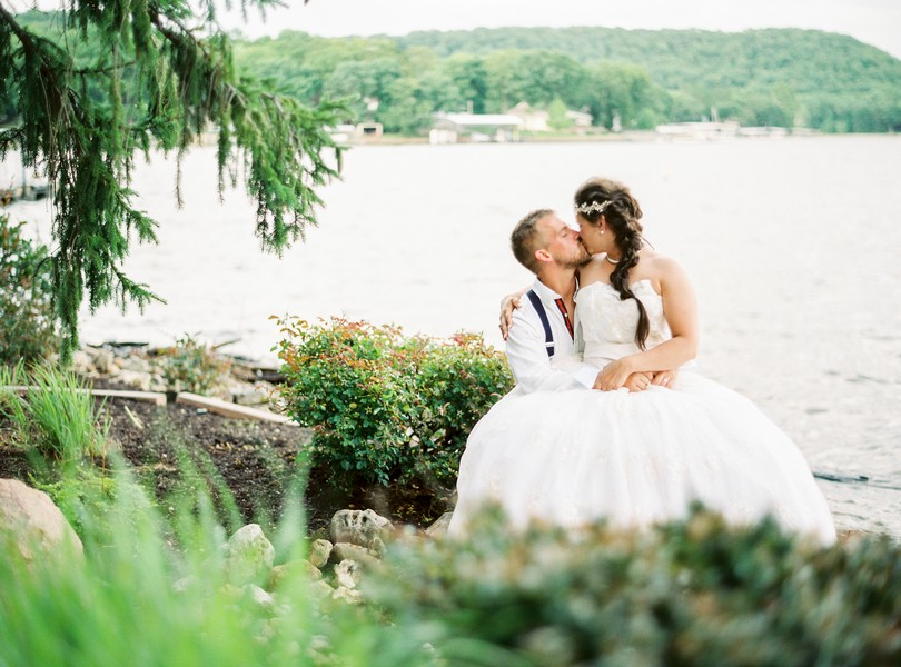 Lake-of-the-ozarks-wedding-photographer-Lindsey-Pantaleo-Osage-Beach-Missouri-Backyard-Wedding (3)