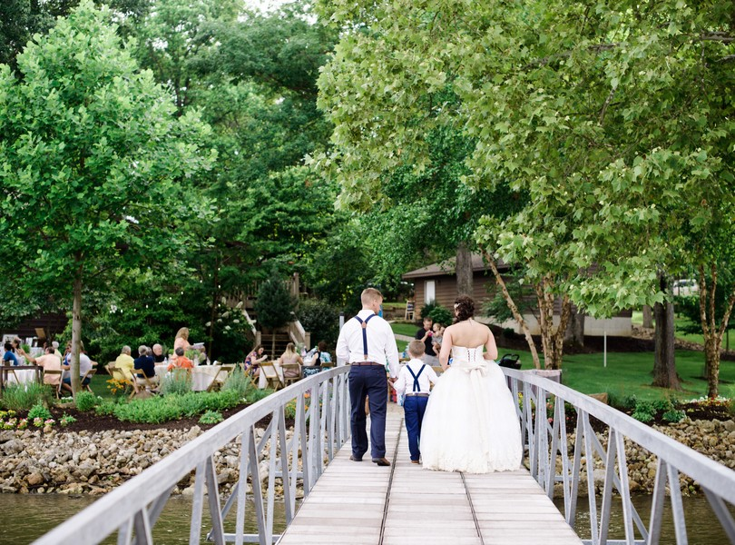 Lake-of-the-ozarks-wedding-photographer-Lindsey-Pantaleo-Osage-Beach-Missouri-Backyard-Wedding (35)