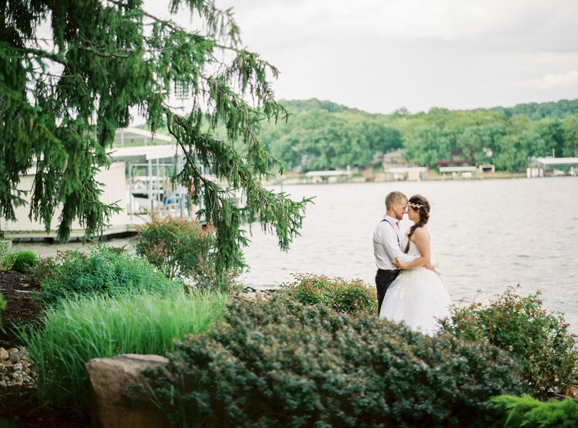 Lake-of-the-ozarks-wedding-photographer-Lindsey-Pantaleo-Osage-Beach-Missouri-Backyard-Wedding (4)