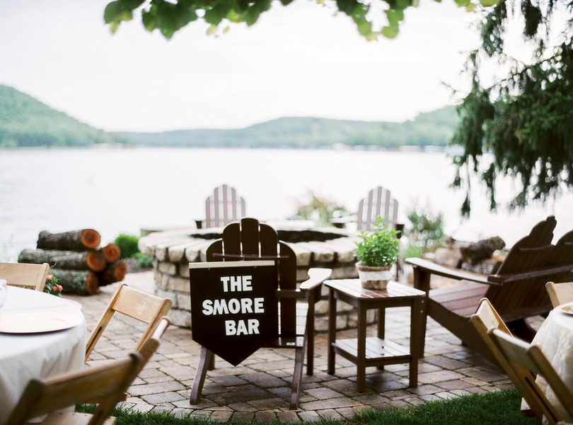 Lake-of-the-ozarks-wedding-photographer-Lindsey-Pantaleo-Osage-Beach-Missouri-Backyard-Wedding (9)