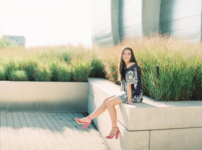 High-School-Senior-Photography-Kansas-City-Missouri-Lindsey-Pantaleo-Helias-Senior-2018-The-Plaza (2)