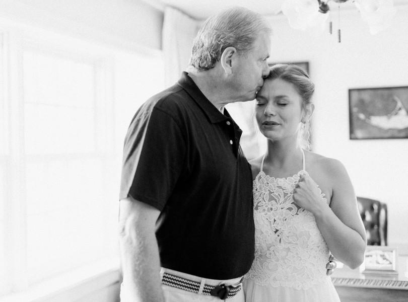 Outdoor-Wedding-Hannibal-Missouri-Lindsey-Pantaleo-Backyard-Wedding (30)