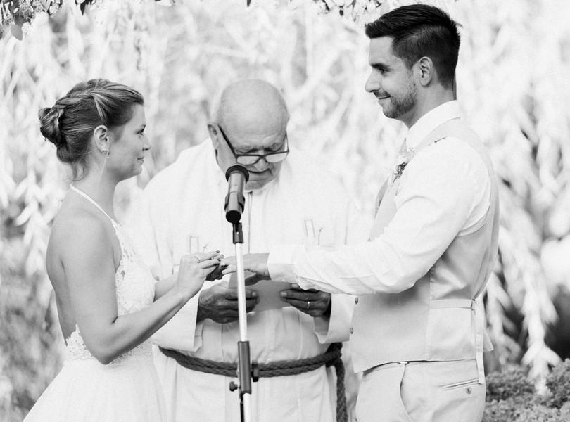 Outdoor-Wedding-Hannibal-Missouri-Lindsey-Pantaleo-Backyard-Wedding (38)