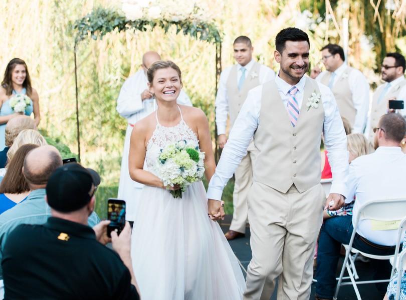 Outdoor-Wedding-Hannibal-Missouri-Lindsey-Pantaleo-Backyard-Wedding (40)
