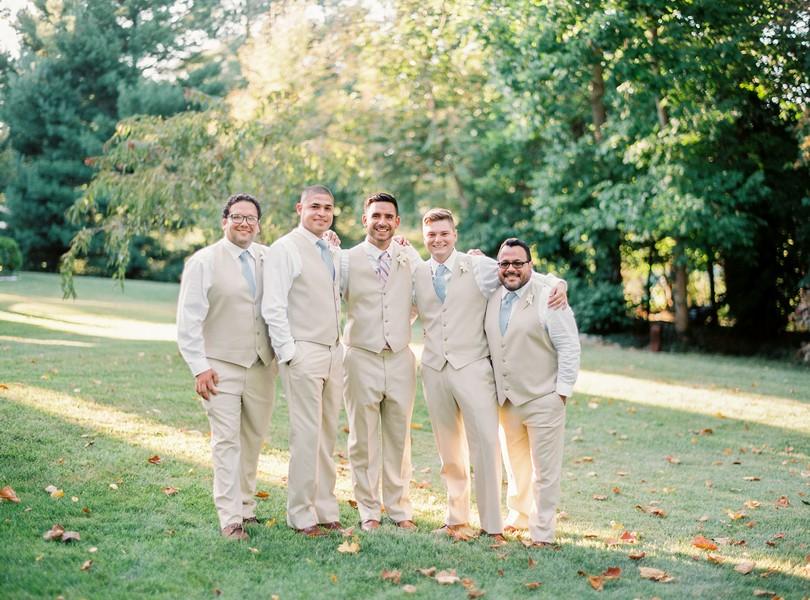 Outdoor-Wedding-Hannibal-Missouri-Lindsey-Pantaleo-Backyard-Wedding (5)