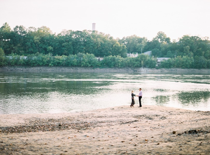 Engagement-Photographer-Lindsey-Pantaleo-Jefferson-City-Missouri-River-Access-Engaged (2)