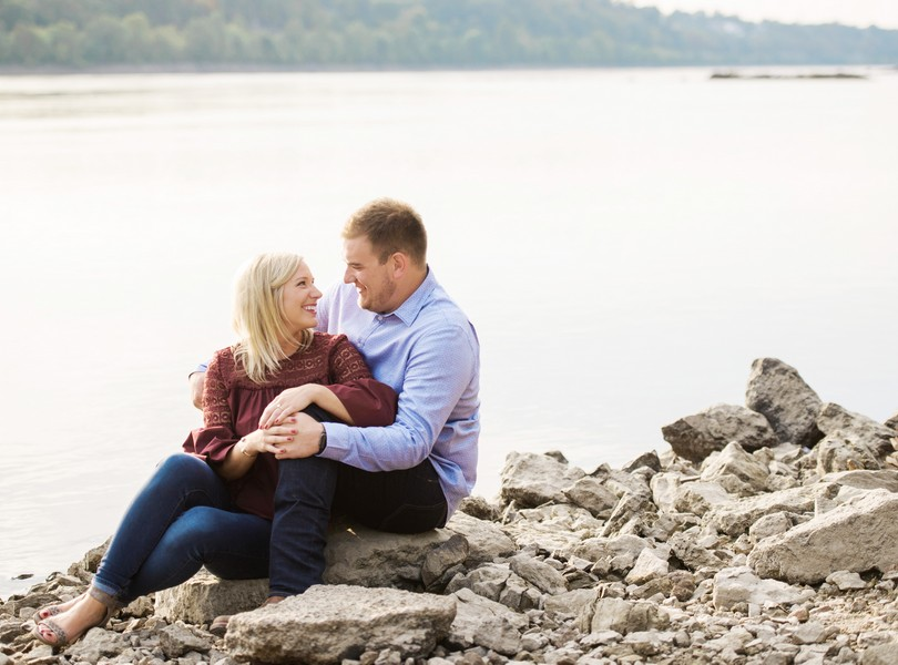 Engagement-Photographer-Lindsey-Pantaleo-Jefferson-City-Missouri-River-Access-Engaged (9)